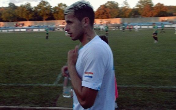 Anas Sharbini napušta travnjak