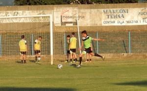Arian Radočaj vraća loptu u igru